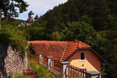 Das Hauptschloss der Tschechischen Republik - Karlstein - residens von König stockbilder