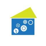 Das Haus übersetzt Logo lokalisiert auf weißem Hintergrund Abstrakter Architekturaufbau Grün-blau Stockfotografie