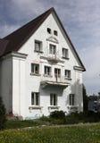 Das Haus des alten Baus in der Nachbarschaft von Baltiysk t Stockfotos