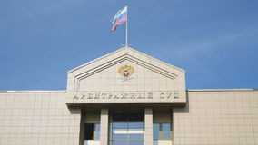 Das Haus des Schiedsgerichts Russische Flagge stock footage