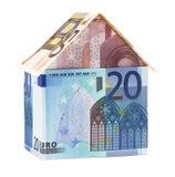 Das Haus gemacht von den Eurobanknoten lizenzfreie stockbilder