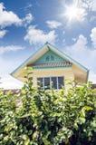 Das Haus im Himmelhintergrund Lizenzfreie Stockfotografie