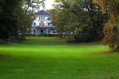 Das Haus im Park Stockfotos