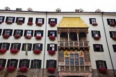 Das Haus mit einem Golddach in der Stadt von Innsbruk in Tirol stockfotos