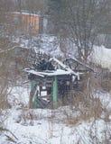 Das Haus nach dem Feuer im Winter, das Problem Lizenzfreie Stockfotografie
