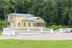 Das Haus und der Zaun Stockfotografie