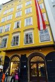 Das Haus in Wolfgang Amadey Mozart war, Salzburg, Österreich geboren Stockbilder