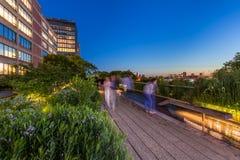 Das Highline in der Dämmerung, Chelsea, Manhattan, New York City stockfotos