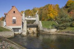 Das historische, kleine Wasserkraftkraftwerk Stockfotos
