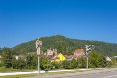 Das historische Kloster von Hirsau mit Skulpturen von Peter Lenk Lizenzfreie Stockbilder