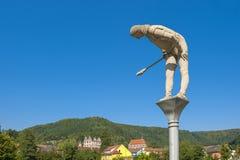 Das historische Kloster von Hirsau mit Skulpturen von Peter Lenk Stockbilder
