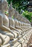 Das historische Mausoleum und Buddha-Statuen bleiben in Si Ayutthaya Phra Nakhon, bei Wat Yai Chai Mongkol Thailand, einer von de Lizenzfreie Stockfotos