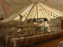 Das Hochzeitsfestzelt ist bereit Lizenzfreies Stockfoto