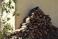 Das Holz der Platte im Dorf Stockfotos