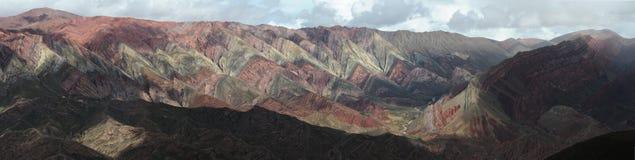 Das Hornocal massives nahes Humahuaca auf Argentinien a Lizenzfreie Stockfotografie