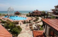 Das Hotel des sonnigen Strandes. Stockbilder