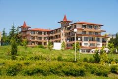 Das Hotel ist auf dem Ufer beim Ravda, Bulgarien Stockfotografie