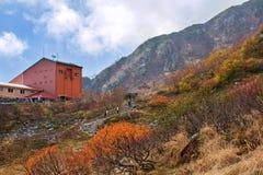 Das Hotel und die Seilbahnstation in den zentralen Alpen, Japan Stockfoto