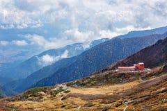 Das Hotel und die Seilbahnstation in den zentralen Alpen, Japan Stockbild