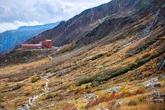 Das Hotel und die Seilbahnstation in den zentralen Alpen, Japan Lizenzfreie Stockfotos