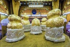 Das Hpaung Daw U Buddhas lizenzfreie stockfotografie