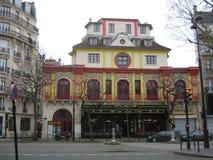 Das ikonenhafte Theater und das café Bataclan in Paris stockbilder