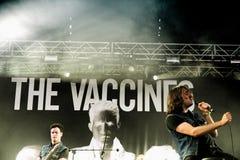 Das Impfstoffband führt an der FLUNKEREI durch Stockfotografie