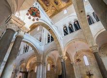 Das Innere des Heiligen Nicola Basilica in Bari, Apulien, Süd-Italien lizenzfreie stockbilder