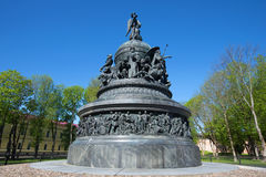 Das Jahrtausend des Abschlusses Russland-Monuments 1862 oben an einem sonnigen Maifeiertag Veliky Novgorod, Russland Stockbilder