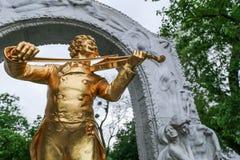 Das Johann Strauss-Monument im Stadtpark von Wien Stockbilder