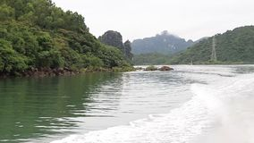 Das joyney auf dem Meer in Quang Ninh Viet Nam stock footage