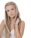Das junge blonde Mädchen mit dem schönen Haar lizenzfreie stockfotografie