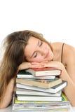 Das junge Mädchen mit dem langen Haar und dem Buch Lizenzfreies Stockbild