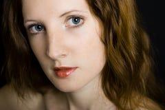 Das junge schöne Mädchen mit Freckles Stockbild