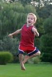 Das Jungen-Springen Stockbild