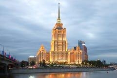 Das königliche Hotel Radisson (ehemalige Ukraine), bewölkter September-Abend moskau Lizenzfreies Stockbild