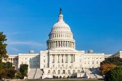 Das Kapitolgebäude Vereinigter Staaten an einem sonnigen Tag Stockfoto