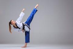 Das Karatemädchen mit schwarzem Gürtel Stockfoto
