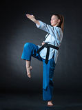Das Karatemädchen mit schwarzem Gürtel Lizenzfreie Stockfotos
