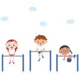 Das Kind, das eine horizontale Stange reibt Stockfotografie