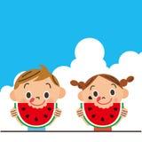 Das Kind, das eine Wassermelone isst Stockfoto