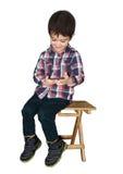 Das Kind mit dem Telefon Stockfotografie