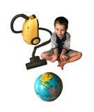 Das Kind mit einem Staubsauger. Lizenzfreie Stockfotos
