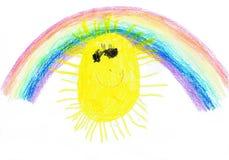 Das Kind-` s Zeichnung ` Sun und Regenbogen ` Papier, Wachs, sind klein Stockbild