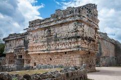 ` Das Kirche ` und das Nonnenkloster - Mayaruine bei Chichen Itza, Mexiko stockfoto