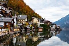 Das kleine Dorf von Hallstatt, Ober?sterreich stockbilder