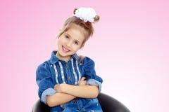 Das kleine Mädchen im blauen Kleid Lizenzfreie Stockfotografie