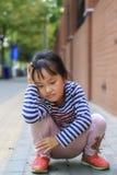 Das kleine Mädchen im Spiel im Freien Lizenzfreie Stockfotografie