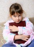 Das kleine Mädchen mit dem Buch Stockfotos