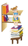 Das kleine Mädchen nahe einem Buchregal stock abbildung